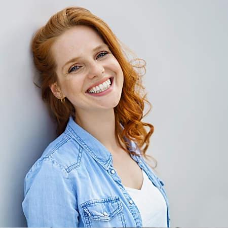 Gesunde, glückliche Frau, lächelnd